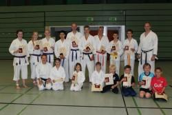 Die Prüflinge mit den Trainern Kirsten Manske (v.l.) und Thomas Schulze (h.r.)